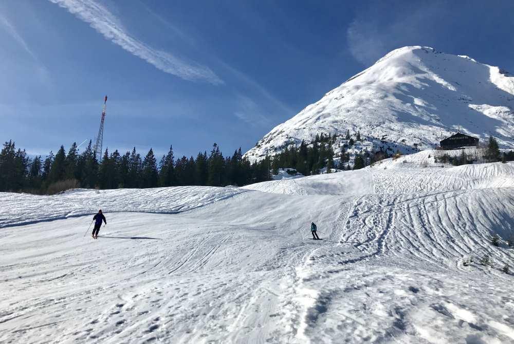 Leichte Skitour auf der Piste bei Seefeld: Pistenskitour zur Rauthhütte in Leutasch unterhalb der Hohen Munde