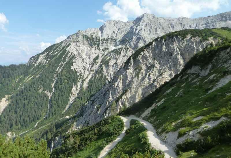 Steil zum Mountainbiken von der Plumsjochhütte zum Achensee, offizielle Schiebestrecke