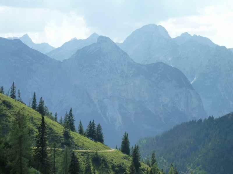 Aus dem Rißtal auf die Plumsjochhütte mountainbiken und zurück nach Schwaz in Tirol