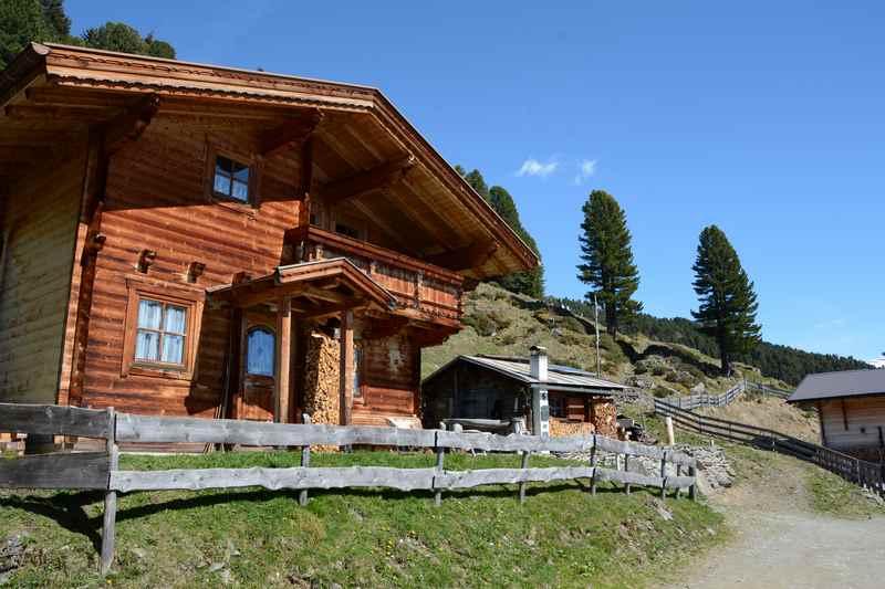 Eine besonders schöne Hütte auf der Pofersalm im Wattental ...