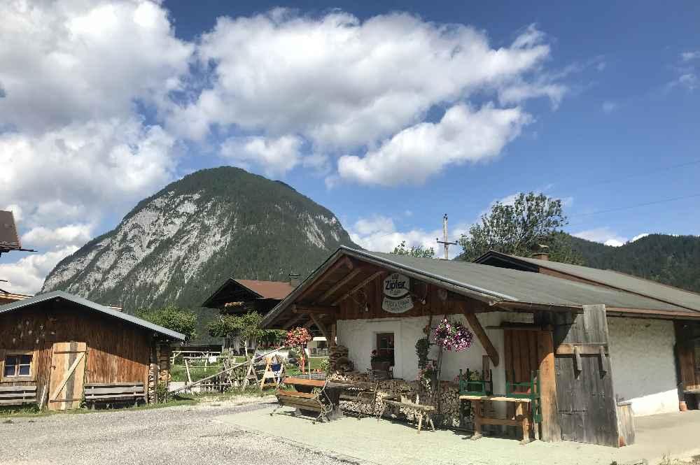 Das ist die kleine unscheinbare Hütte in der Leutasch - Poli´s Hütte
