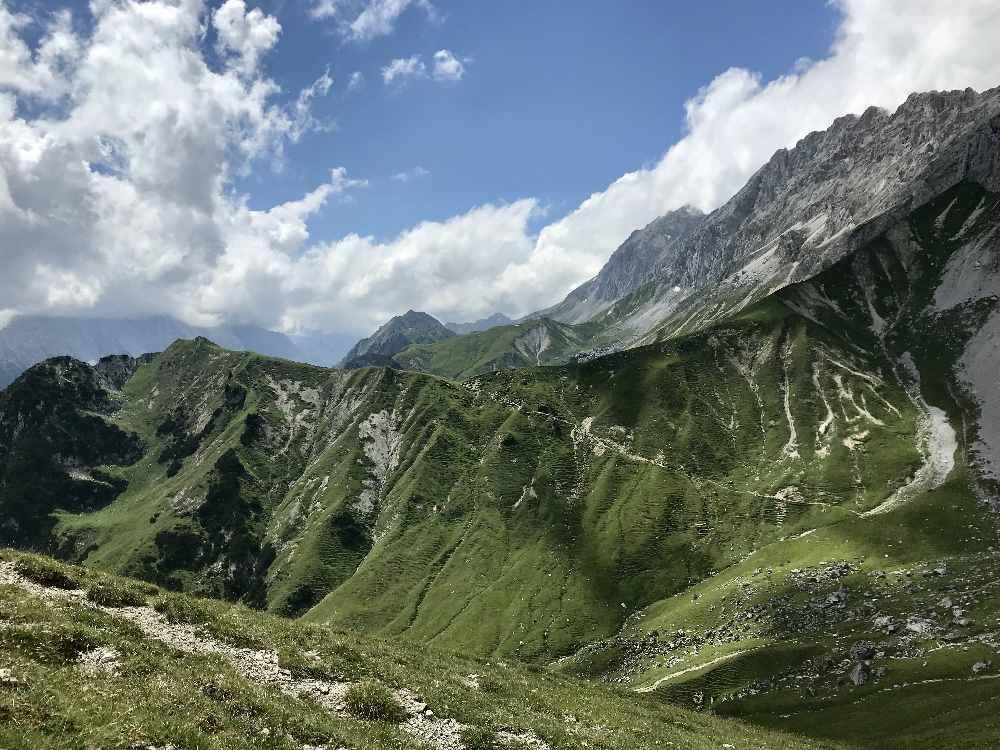 Am Scharnitzsattel kannst du in Richtung Puittal schauen