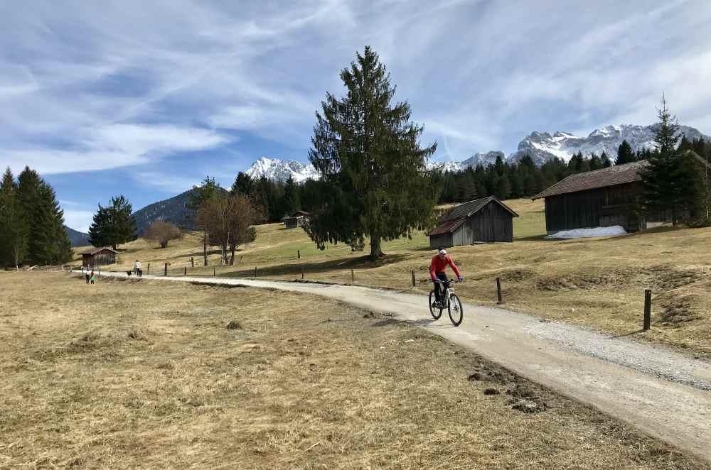Umweltfreundliche Anreise zum Geroldsee: Mit dem Fahrrad über die schönen Fahrradwege in der Alpenwelt Karwendel