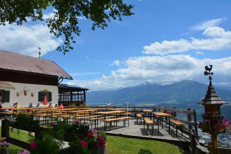 Der Alpengasthof Rauschbrunnen oberhalb von Innsbruck im Karwendel