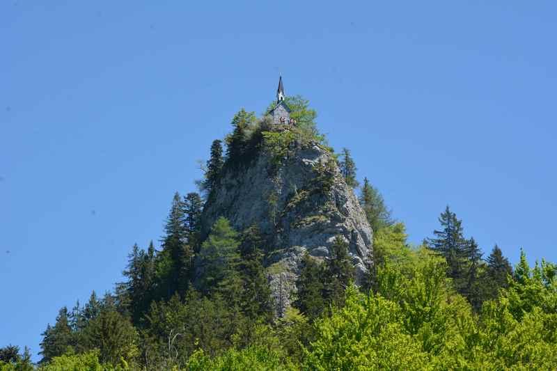 Das ist der Felsen mit der Kapelle: Der bekannte Riederstein am Tegernsee
