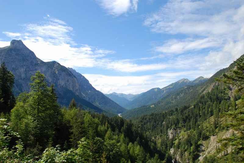 Der Blick über das Rißtal im Karwendel, beim Biken auf das Plumsjoch