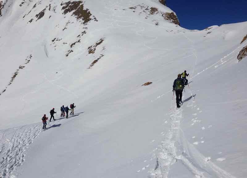 Im Rofan triftt man beim schneeschuhwandern auch Skitourengeher oberhalb des Achensee