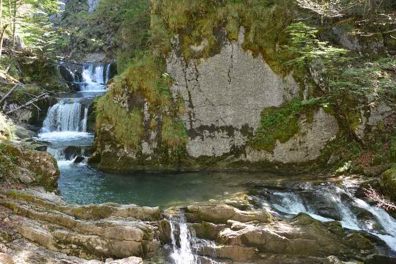 Das ist der beeindruckendste Teil beim Rottachfall: Der Wasserfall mit den Fallstufen und der großen Gumpe
