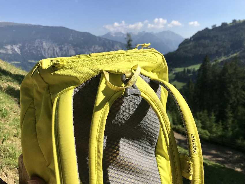 """Das ist der mittlerweile sehr bekannte """"Salewa Rucksack gelb"""" mit seinem innovativen Schultergurten"""