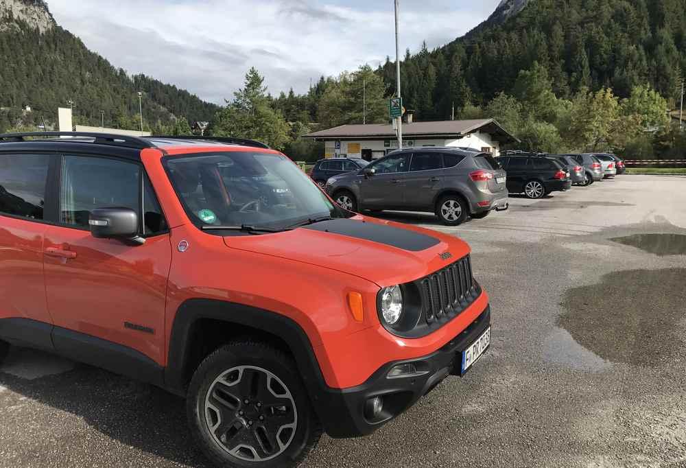 Am Eingang in die Karwendeltäler ist der große Parkplatz in der Länd - wo ich den Jeep parke, waren früher die Flößer beschäftigt