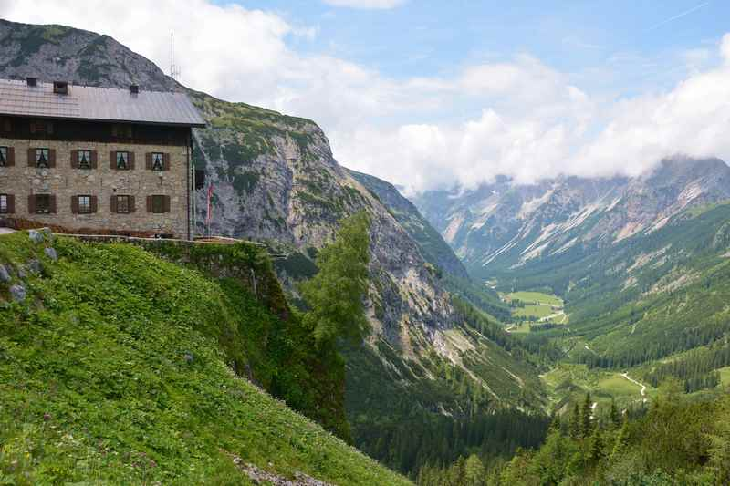 Vom Karwendelhaus auf die Birkkarspitze wandern, Stützpunkt im Karwendel