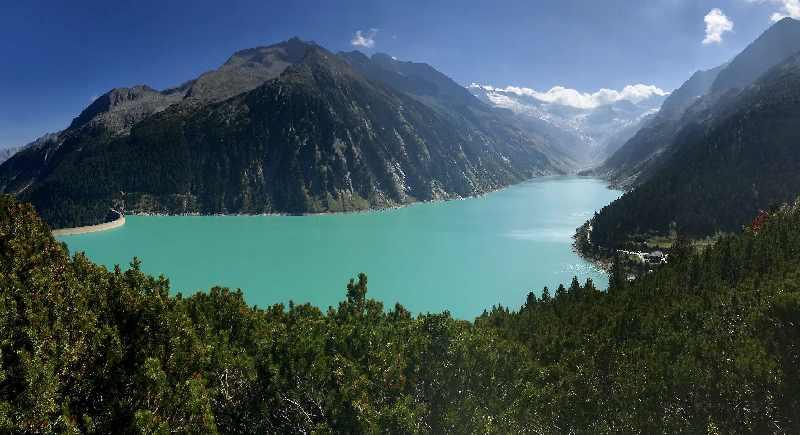 Der Schlegeisspeicher - eine der vielfältigen Zillertal Sehenswürdigkeiten mitten in den Bergen