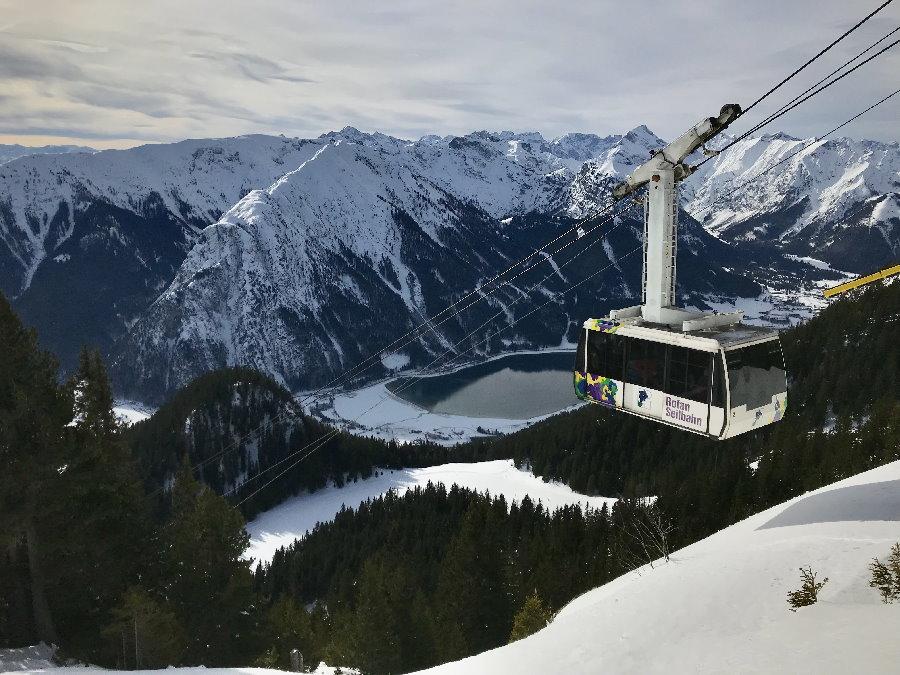 Die Rofanseilbahn bringt dich in den Schnee - zum Skifahren, winterwandern oder einfach nur den Genuß der Winterlandschaft