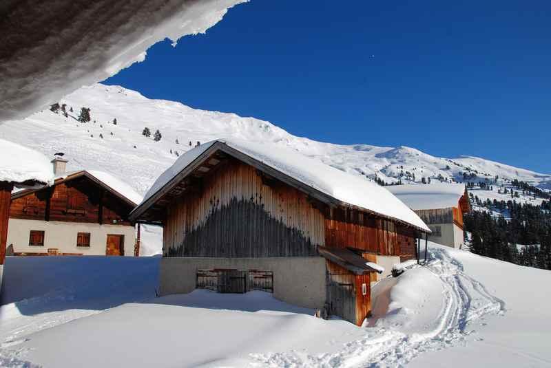 Schneeschuhwandern Karwendel zur urigen Hütten und echten Hüttendorfern