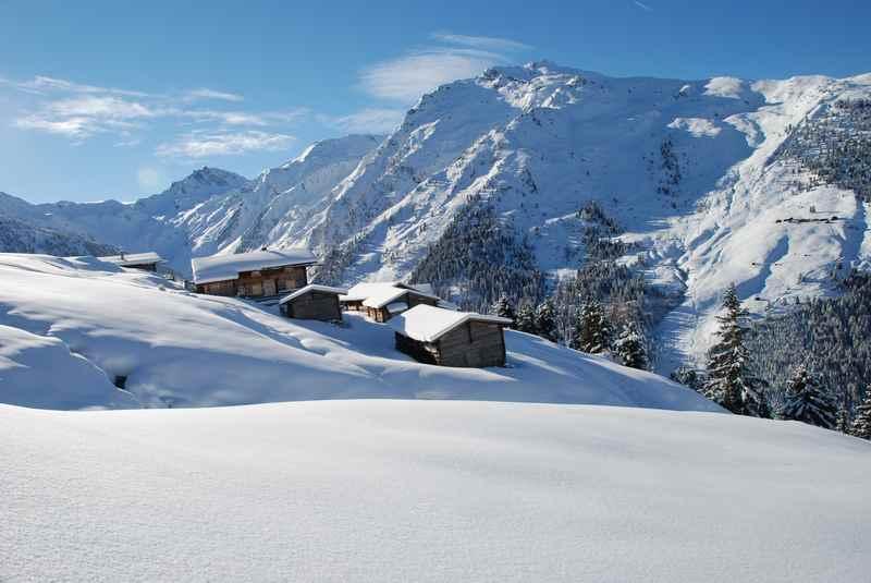 Wohin zum Schneeschuhwandern in Schwaz? - schön verschneite Almdörfer bei der Weidener Hütte in den Tuxer Alpen