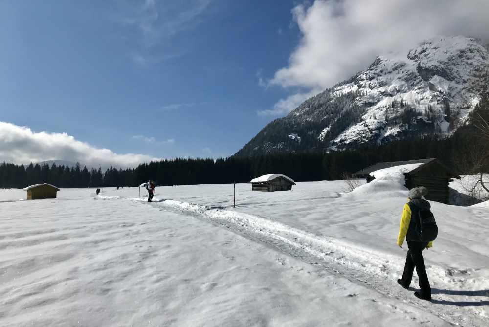 Winterweitwandern Seefeld: Der Wanderweg ist schmäler, aber gut präpariert - die Aussicht wunderbar!