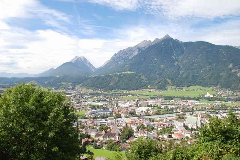 Die leichte Höhenwanderung mit Blick auf Schwaz und das Karwendel