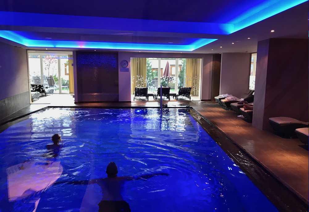 Hotel St. Georg zum See: Das ist das stimmungsvolle Schwimmbad im Wellnesshotel