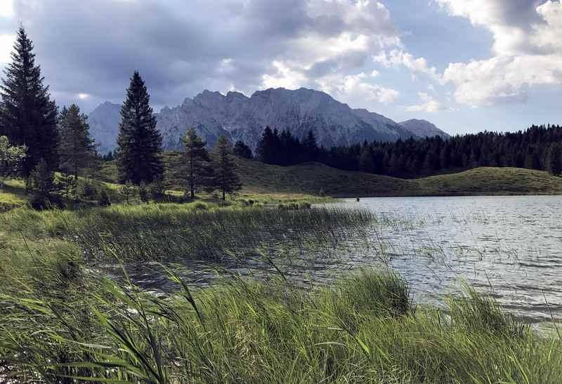 Ich mag auch die vielen Bergseen in Mittenwald, kurze Spaziergänge zum und rund einen See - hier der einmalige Wildensee