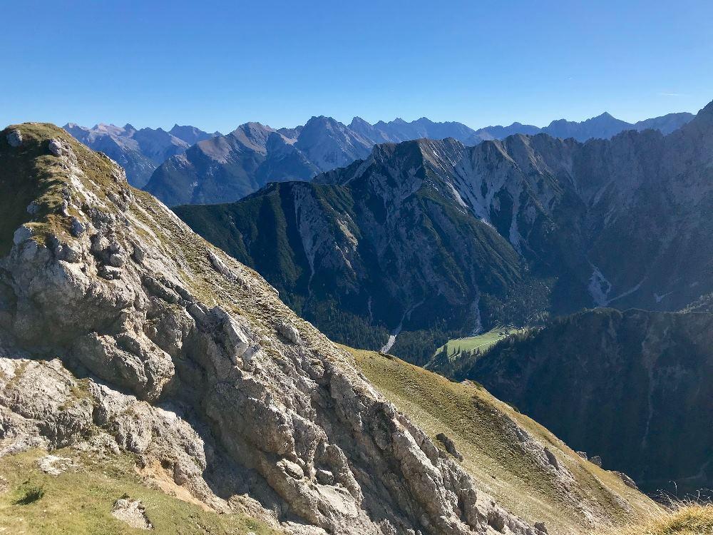 Seefeld Herbst wandern mit Aussicht - das kanst du auf der Rosshütte im Karwendel!