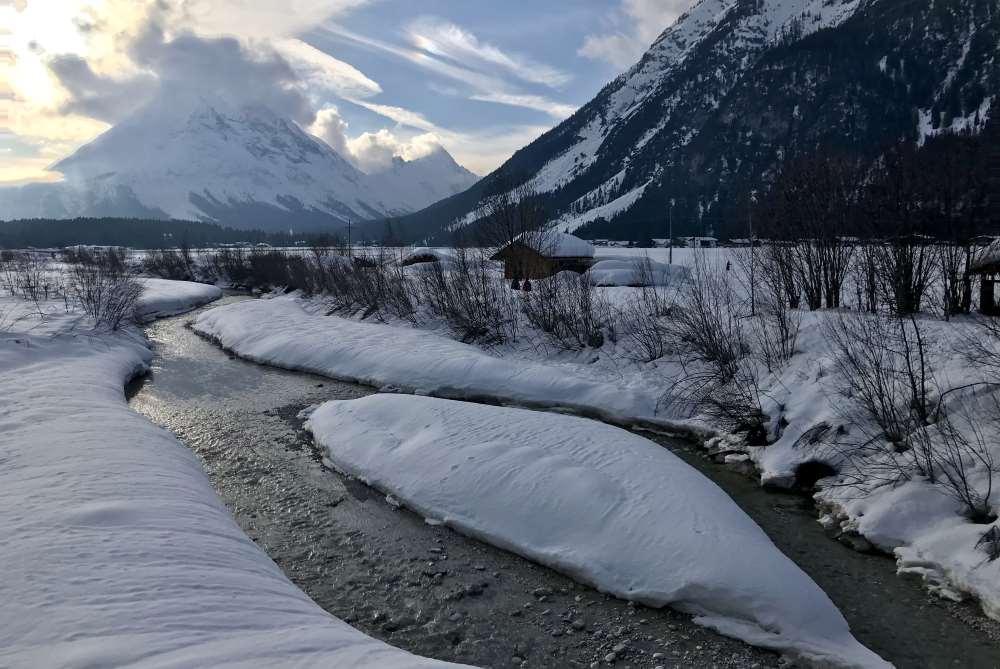 Emotional einer der schönsten Punkte auf meiner mehrtägigen Schneewanderung: Die Leutascher Ache mit der Hohen Munde