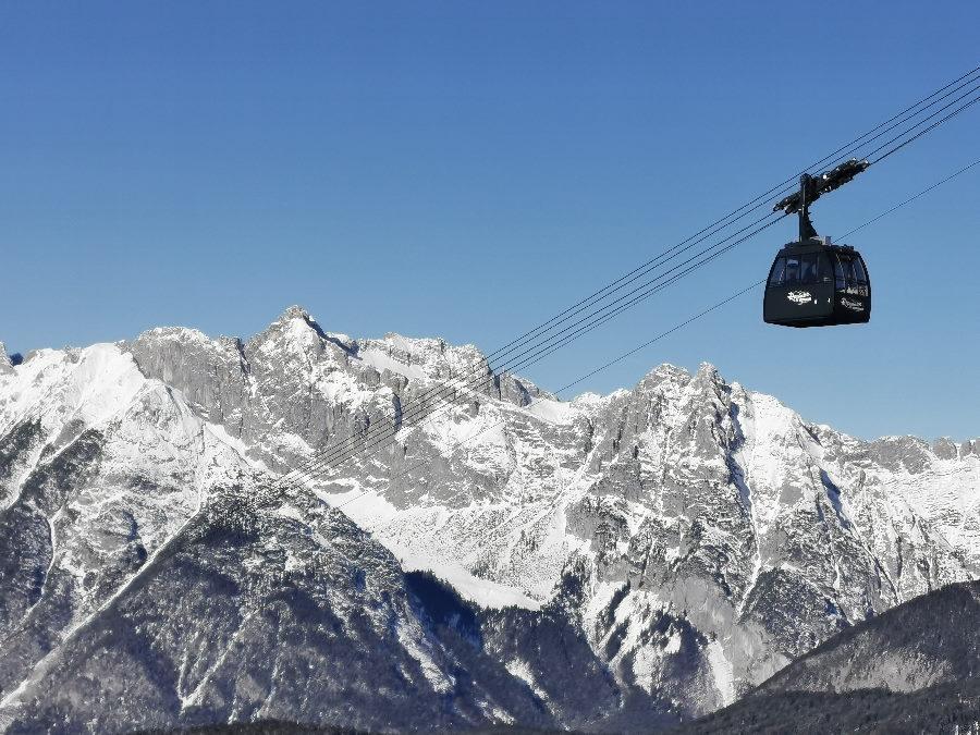 Modernes Skigebiet Karwendel: mit der neuen Gondel ins Skigebiet Rosshütte
