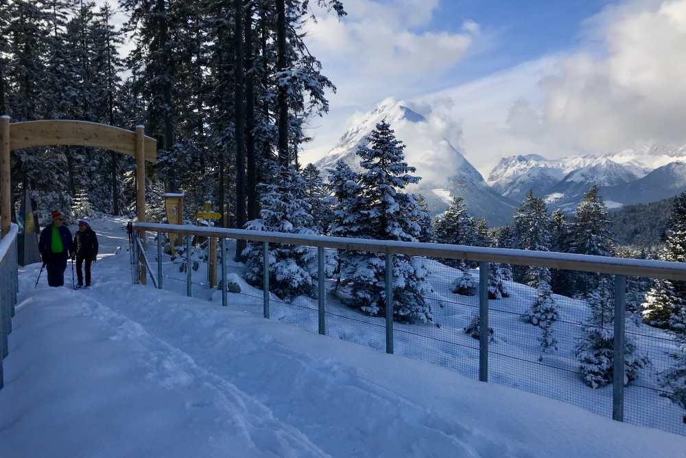Der Blick von der Aussichtsplattform auf das Wettersteingebirge