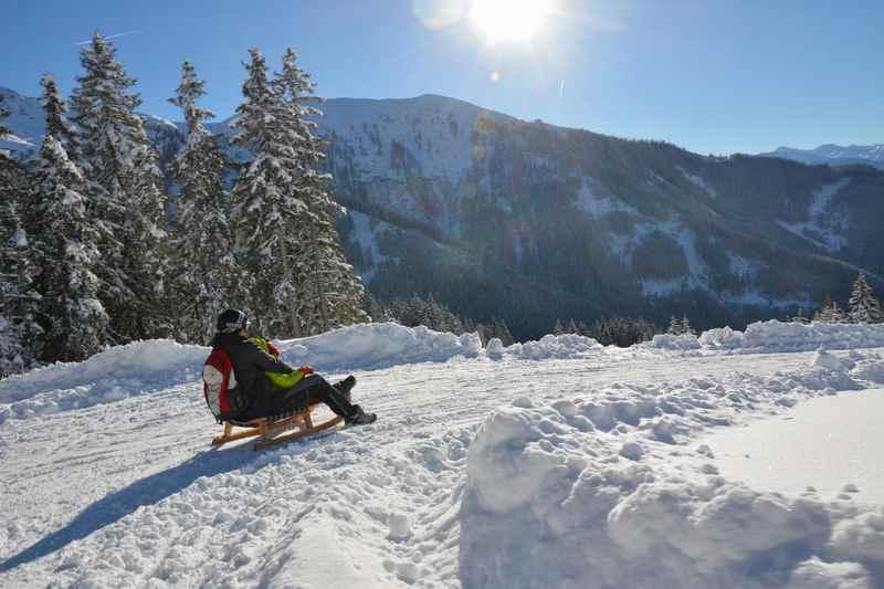 An einem schönen Wintertag in Seefeld rodeln - diese Seefeld Rodelbahnen empfehlen wir im Karwendel und Wetterstein