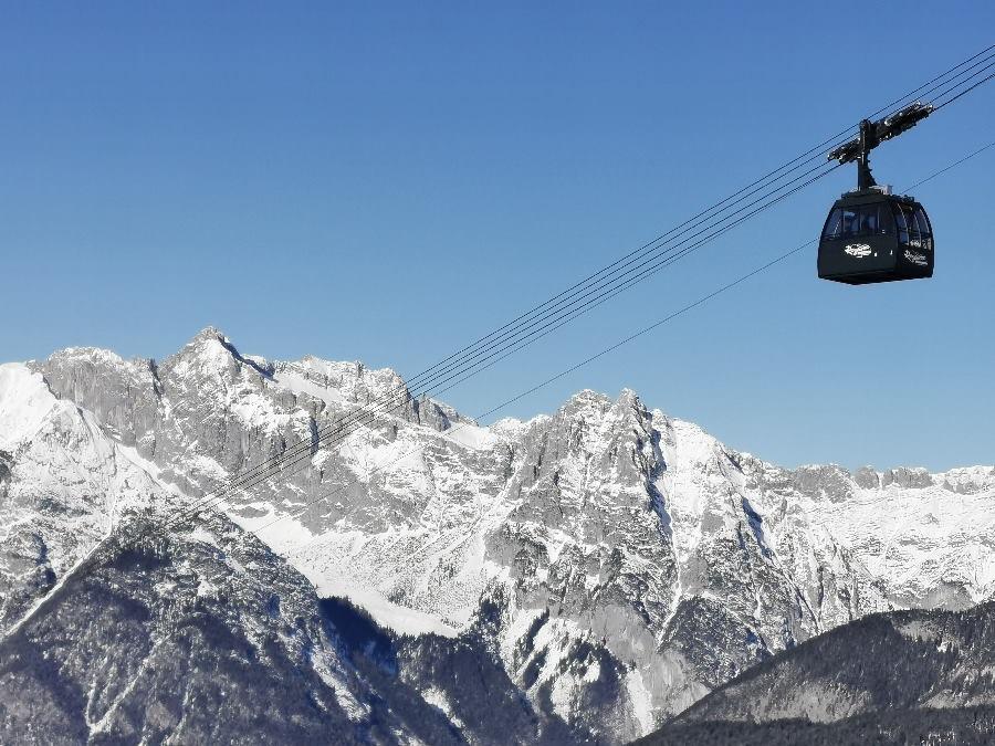 Mit dieser neuen Gondel schwebst du hinauf zum höchsten Punkt der Rosshütte: Dem Cafe 2064.