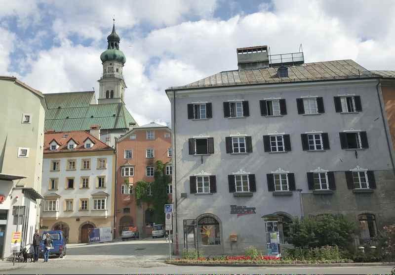 Zu den Sehenswürdigkeiten am Innradweg zählt die Stadt Hall in Tirol. Sie hat die größte Altstadt Tirols.