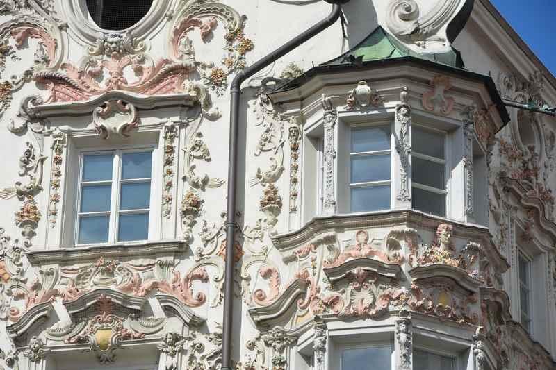 Die prachtvollen Fassaden in der Alttstadt Innsbruck - das Helblinghaus