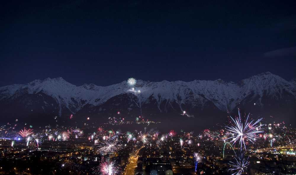 So schön ist Silvester in Innsbruck - Danke für das Foto vom Silvester Feuerwerk an Angelika Lederwasch!
