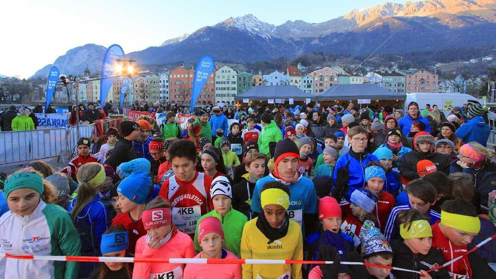 Mit dieser Kulisse auf´s Karwendel startet der alljährliche Silvesterlauf in Innsbruck, Foto: Markus Pienz