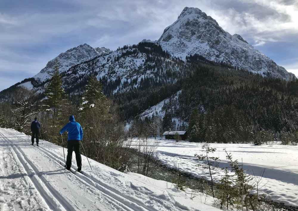 Skiurlaub im Karwendel mit Langlaufski - so schön ist der Skiurlaub auf der Karwendelloipe