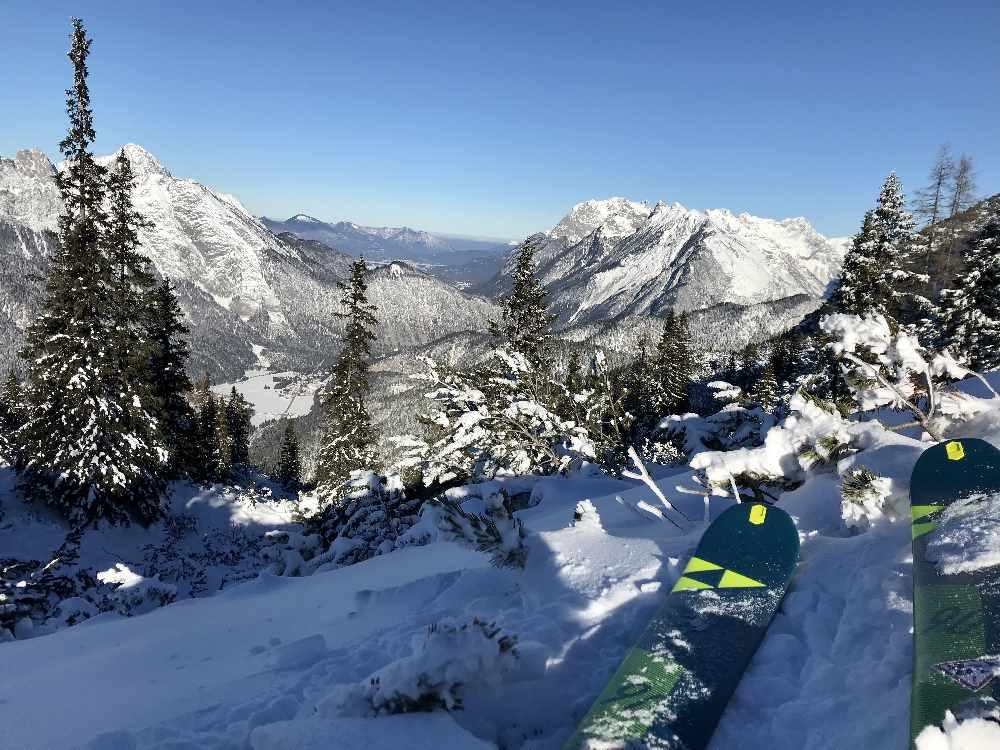 Viel Aussicht im Skigebiet - hier Richtung Scharnitz mit dem Karwendel