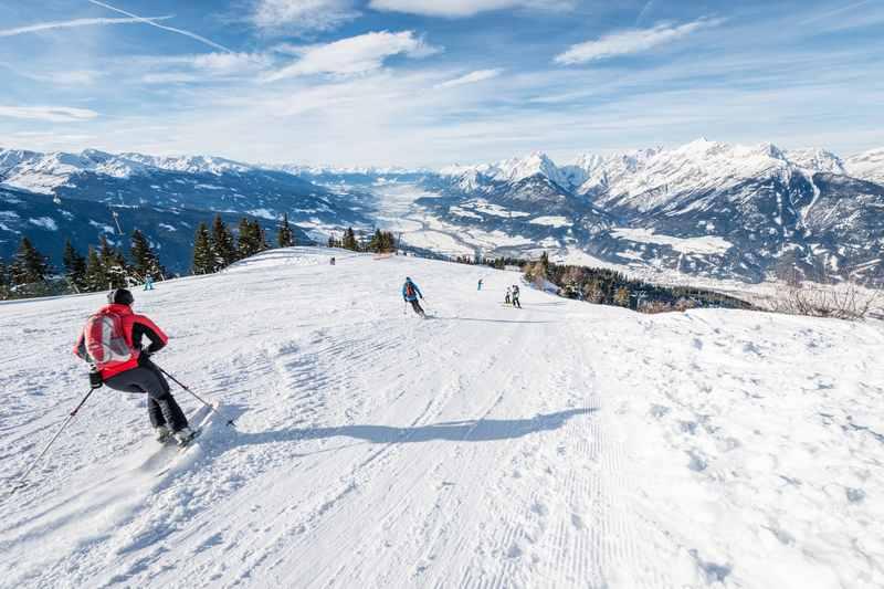 Skifahren Schwaz - so ist der Ausblick vom Kellerjoch auf das Karwendel im Skigebiet