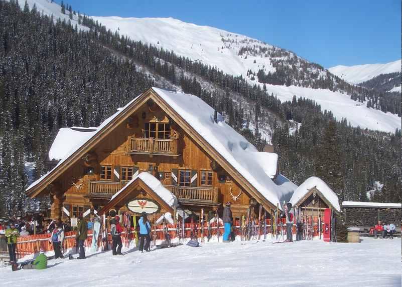 Einkehren in den Skihütten im Skigebiet Hochfügen im Zillertal Skiurlaub, Tirol
