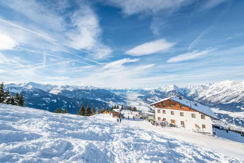Das Skigebiet Kellerjoch - der Blick vom Hecherhaus auf das Karwendel in Richtung Innsbruck