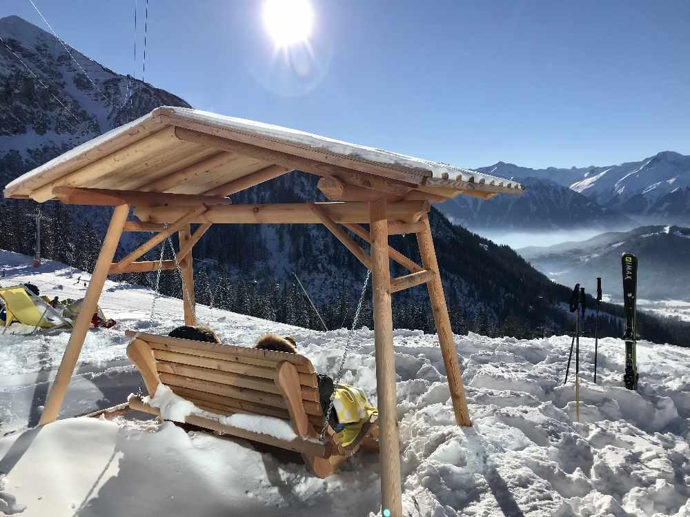 Das sind die Schaukeln zum Sonnenbaden im Skigebiet Rosshütte