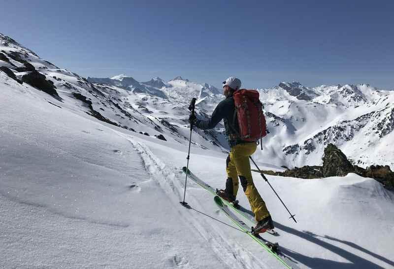 Auf dem Weg zur Halslspitze - hinten der Olperer mit dem Gletscher in den Zillertaler Alpen