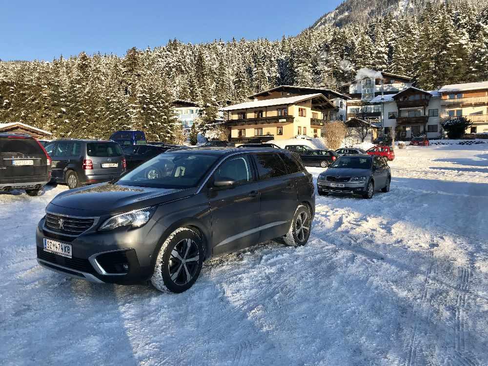Kostenlos parken: Der Skitour Parkplatz in Seefeld bei der Talstation Skigebiet Rosshütte
