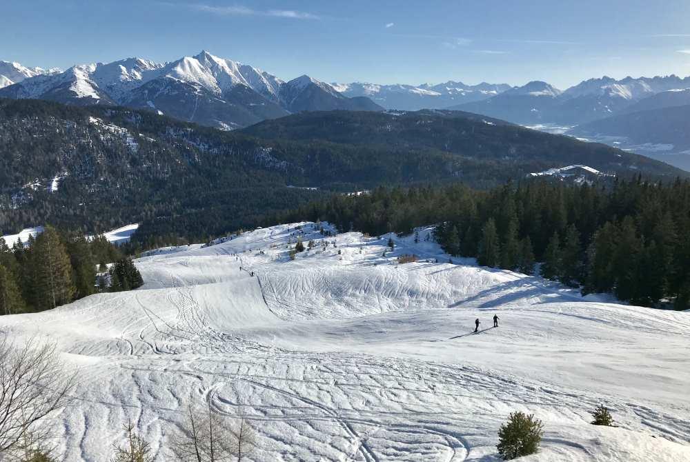 Das ist der Aufstieg bei der Skitour auf der Piste, teilweise auch auf einem extra Weg daneben. So schön ist das Panorama des Karwendel.