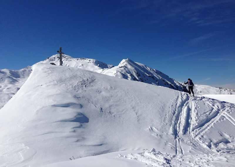 Super Skitour zum Gipfel des Sonntagsköpfl in den Tuxer Alpen