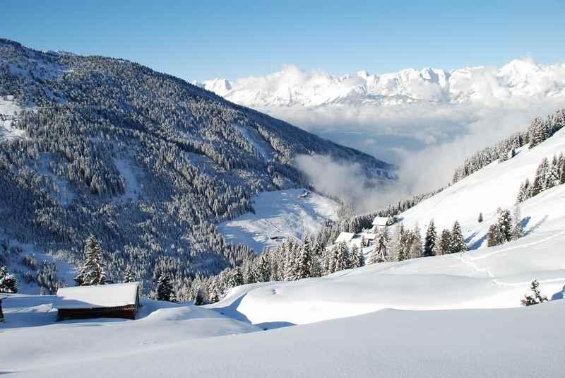 Die Skitouren in den Tuxer Alpen mag ich besonders gerne: Mit dem Blick auf´s tiefverschneite Karwendel