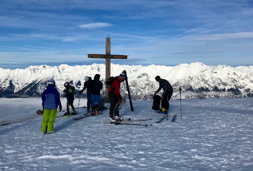 Glungezer Skitour: Und dann stehe ich oben am Gipfelkreuz des Schartenkogels auf 2311m