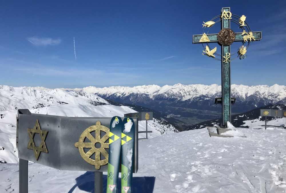 Skitour Kleiner Gilfert: Das beeindruckende Gipfelkreuz sollte man mal sehen