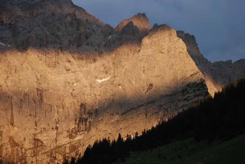 Das solltest du einmal auf der Karwendeltour machen: In der Früh aufstehen und den Sonnenaufgang verfolgen. Eine ganz besondere Stimmung.