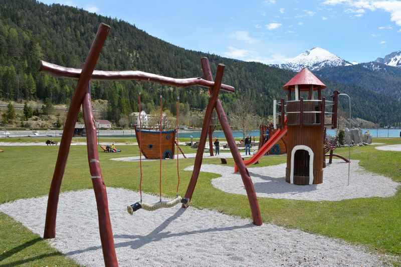 Der Spielplatz am Achensee mit Kindern