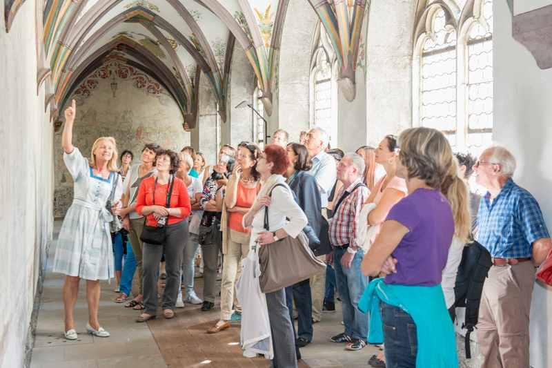Mit der Stadtführung durch Schwaz in Tirol: Im Franziskanerkloster mit dem Kreuzgang