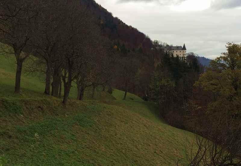 Stans wandern: Es ist nicht mehr weit auf der Schloss Tratzberg Wanderung